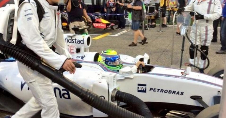 Felipe Massa alinhou em sexto no grid para o GP do Bahrein, mas teve problemas com o motor e precisou largar dos boxes