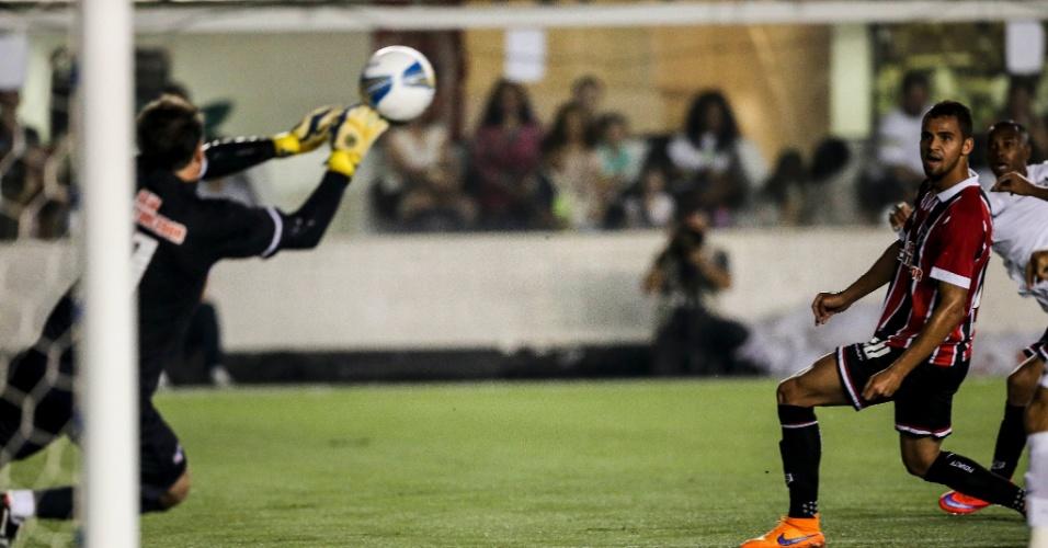 Rogério Ceni faz defesa em chute de Robinho no clássico entre Santos e São Paulo, no Paulistão