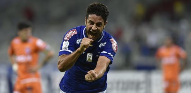 Léo quer voltar a marcar com a camisa do Cruzeiro