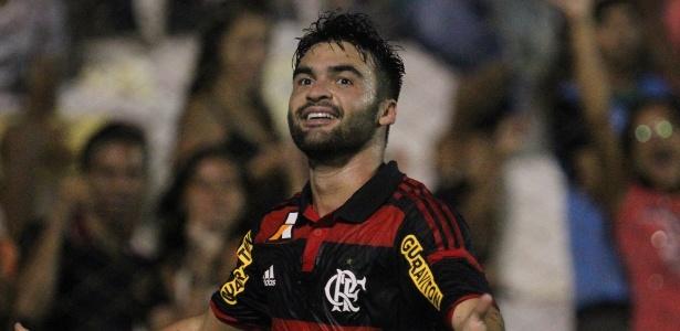 Meia Arthur Maia marcou dois gols em sua passagem pelo Flamengo