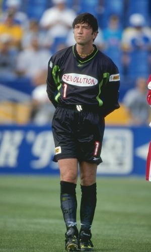 O goleiro italiano Zenga já no final da carreira, durante a passagem pelo futebol norte-americano, em 1999
