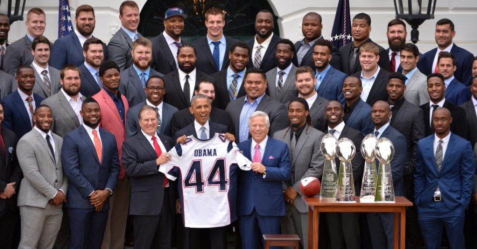 Barack Obama recebe o time do New England Patriots, campeões do último Superbowl