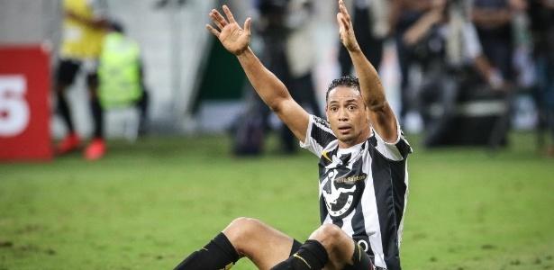 Dorival Júnior testou uma formação no treino sem a presença de Ricardo Oliveira