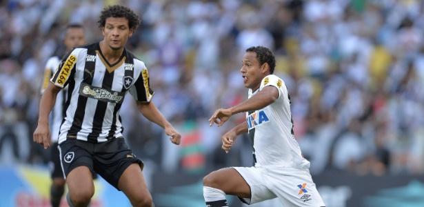Marcinho (dir.) passou pelo Vasco na temporada de 2015