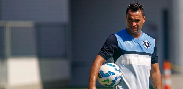 D. Carvalho pressiona titulares e cada vez ganha mais confiança no ... 1cfd236f4c917