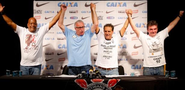Roberto de Andrade, ao lado de vice-presidentes e Andrés Sanchez: política ferve o Corinthians
