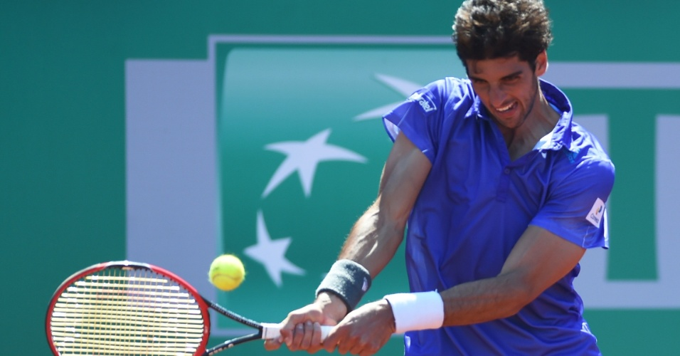 Thomaz Bellucci acerta backhand no ATP 250 de Istambul