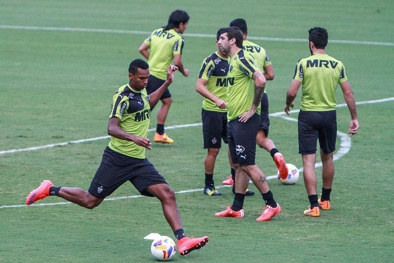 Jô e Lucas Pratto podem jogar juntos pela primeira vez no Atlético-MG