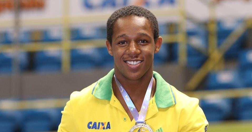 Ângelo Assumpção, campeão do salto na etapa de São Paulo da Copa do Mundo de 2015 de ginástica
