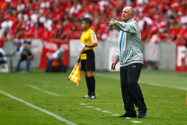 Felipão comanda o Grêmio em clássico disputado no Beira-Rio e garante que fica