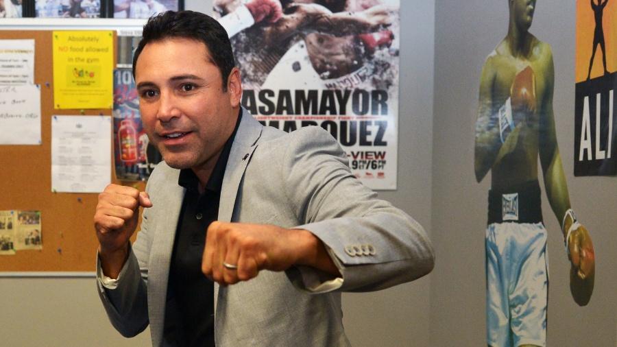 Oscar de la Hoya quer encarar Mayweather - Drew Hallowell/Getty Images/AFP
