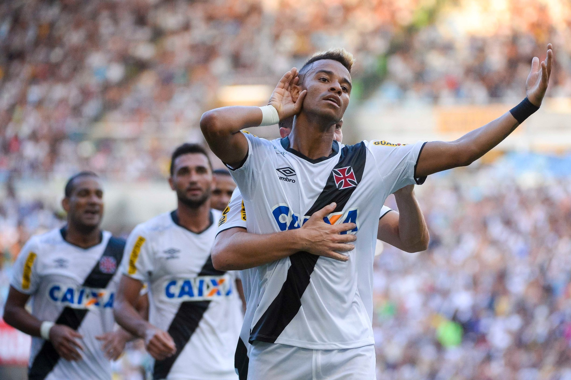 58f895560a Fim do jejum  Vasco vence Botafogo e é campeão carioca após 12 anos -  03 05 2015 - UOL Esporte
