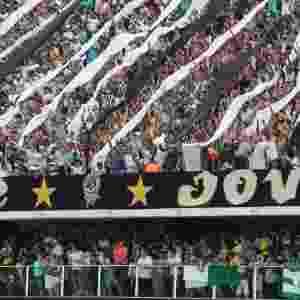 Torcedores do Santos fazem festa antes da decisão na Vila Belmiro - Danilo Verpa/Folhapress