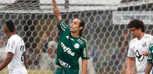 Valdivia (centro) tenta organizar ataque do Palmeiras na final do Paulista contra o Santos - Junior Lago/UOL