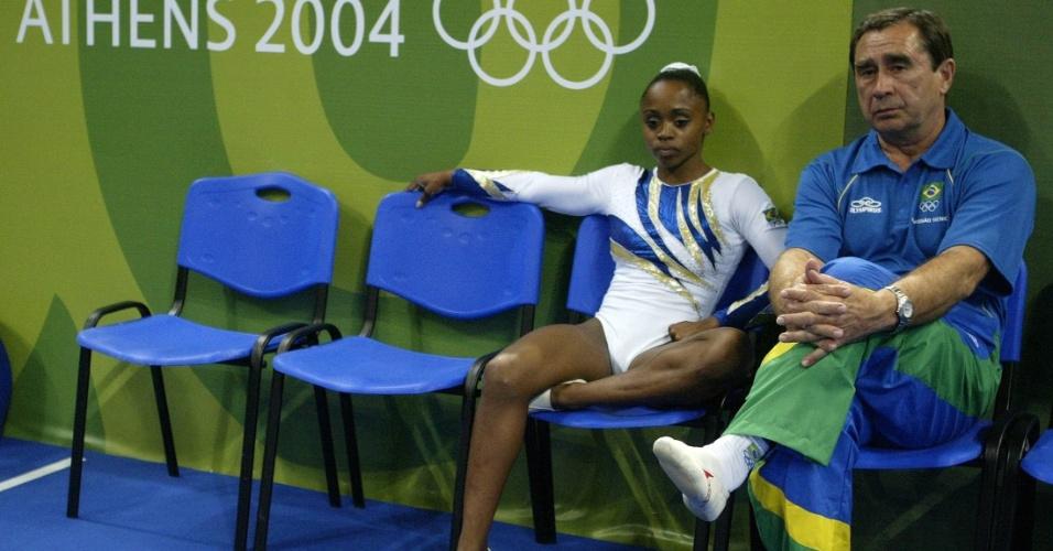 Daiane dos Santos ao lado do técnico Oleg Osatpenko nos Jogos Olímpicos de Atenas, 2004, quando foi apenas quinta no solo