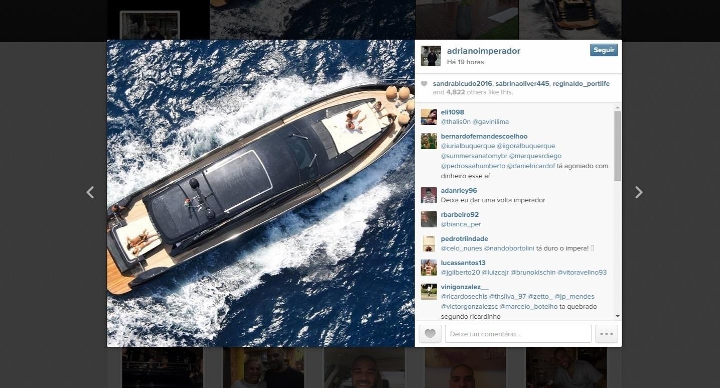 Adriano postou fotos do tempo em que vivia na Itália