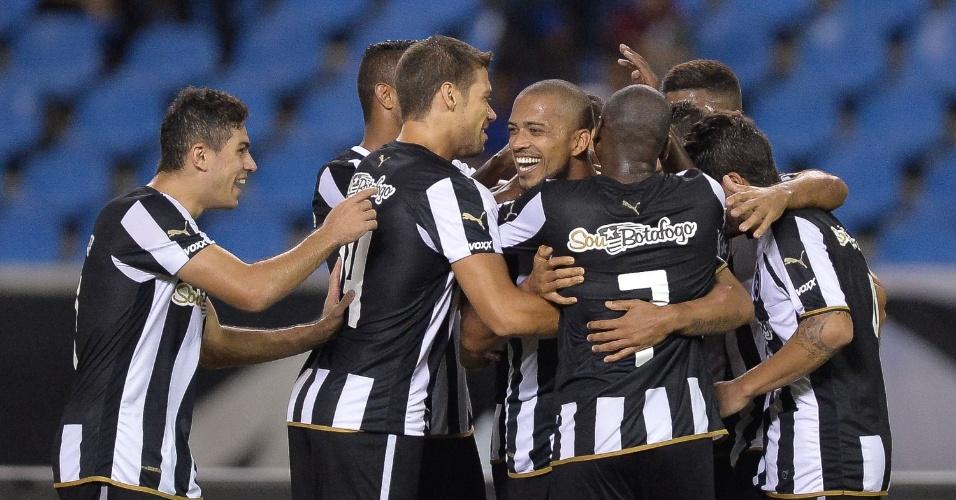 Luiz Ricardo comemora o seu gol durante a partida do Botafogo contra o Capivariano na Copa do Brasil