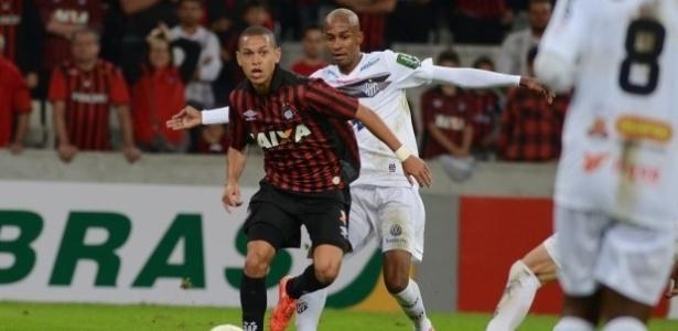 Marcos Guilherme durante jogo do Atlético-PR