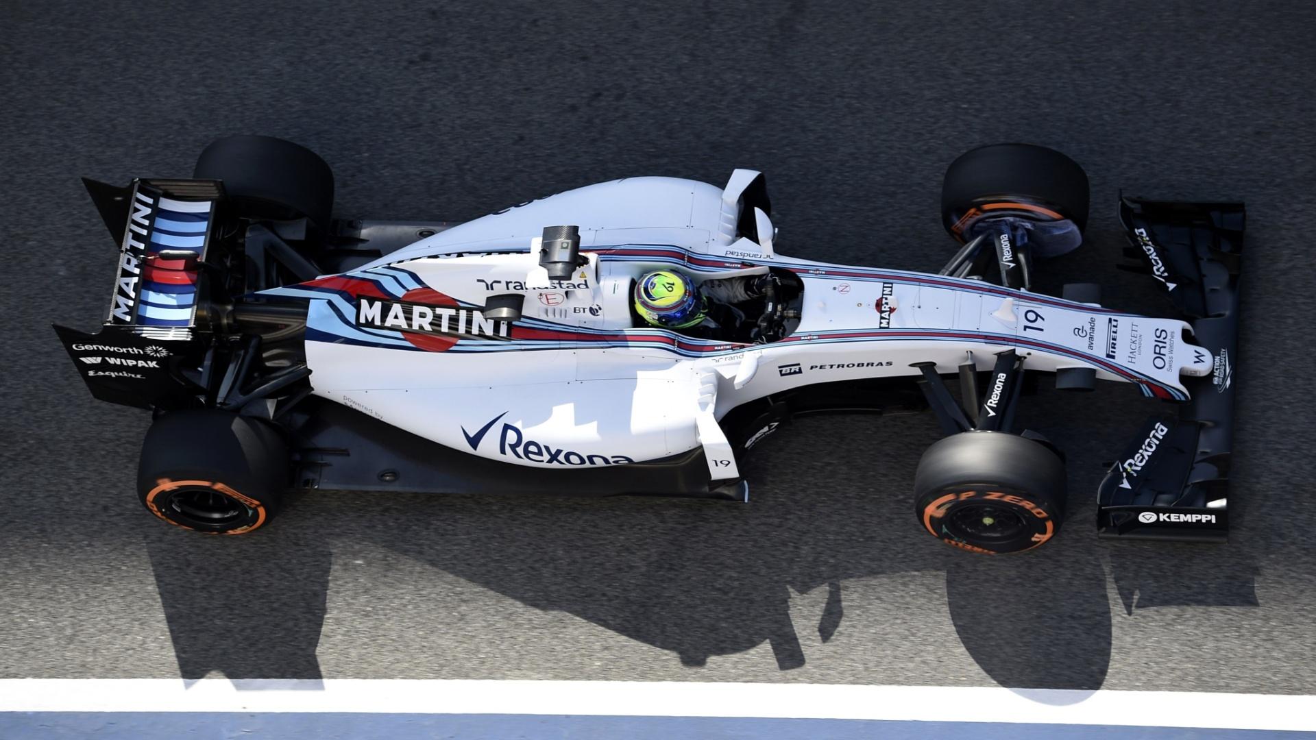 8.mai.2015 - Felipe Massa conduz sua Williams de volta aos boxes do circuito de Barcelona