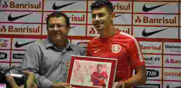Alex renovou contrato com o Inter no ano passado e situação segue sem definição - Marinho Saldanha/UOL