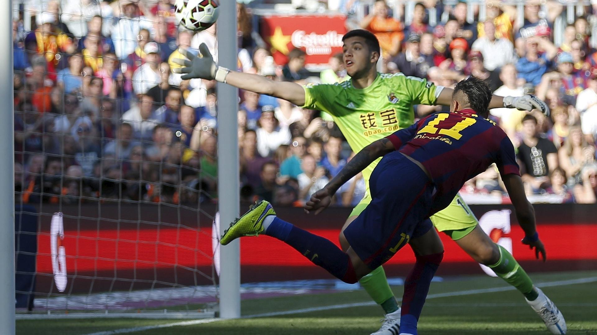 De cabeça, Neymar abre o placar para o Barcelona contra a Real Sociedad