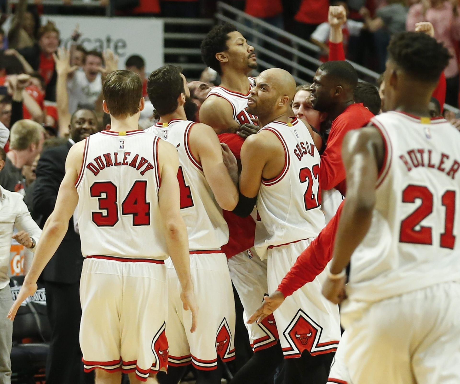 f5ac2e8d96a0 Melhor da noite da NBA  cesta espírita de Derrick Rose e surra dos Clippers  - 09 05 2015 - UOL Esporte