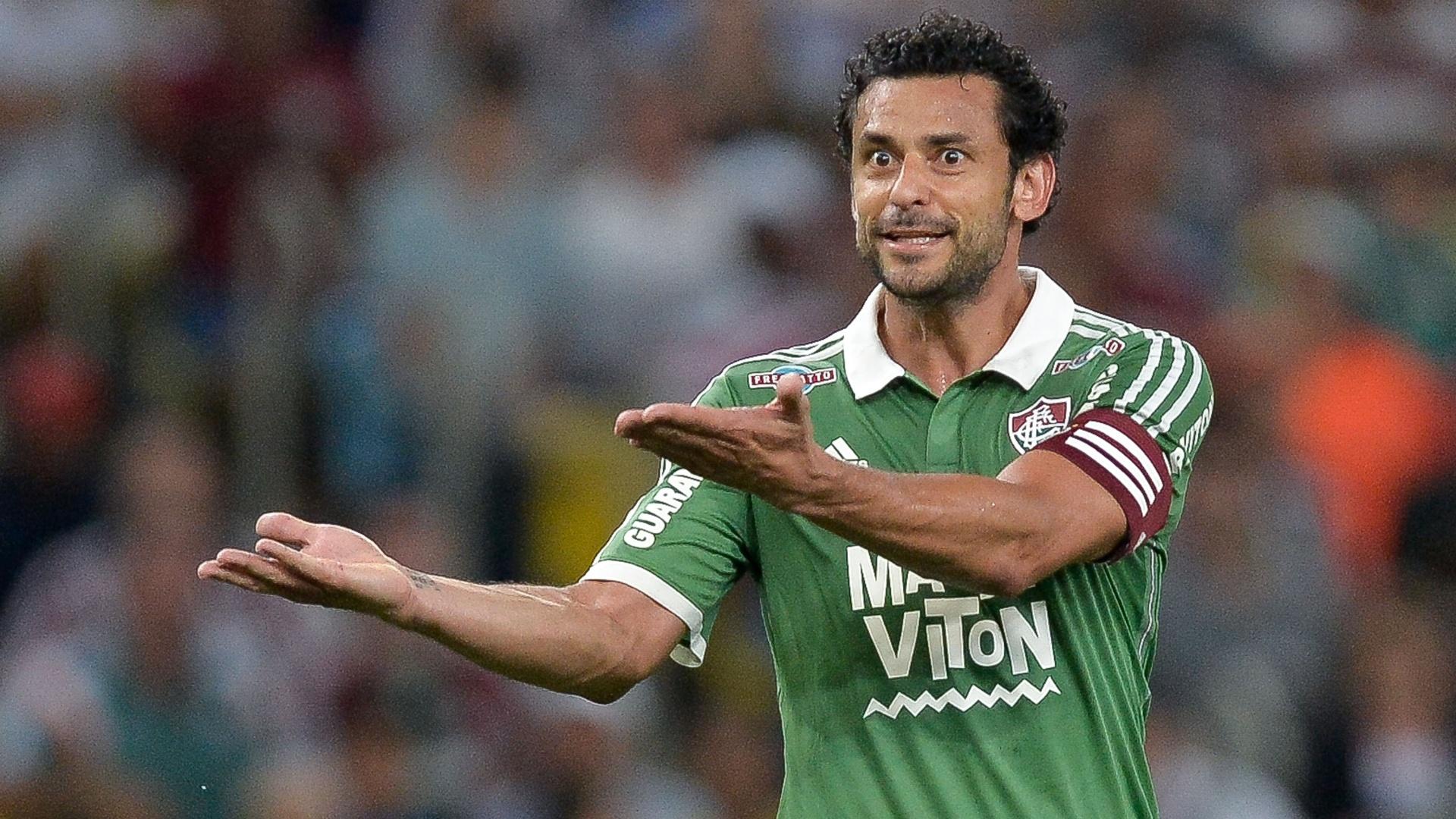 Fred gesticula durante jogo do Fluminense contra o Joinville