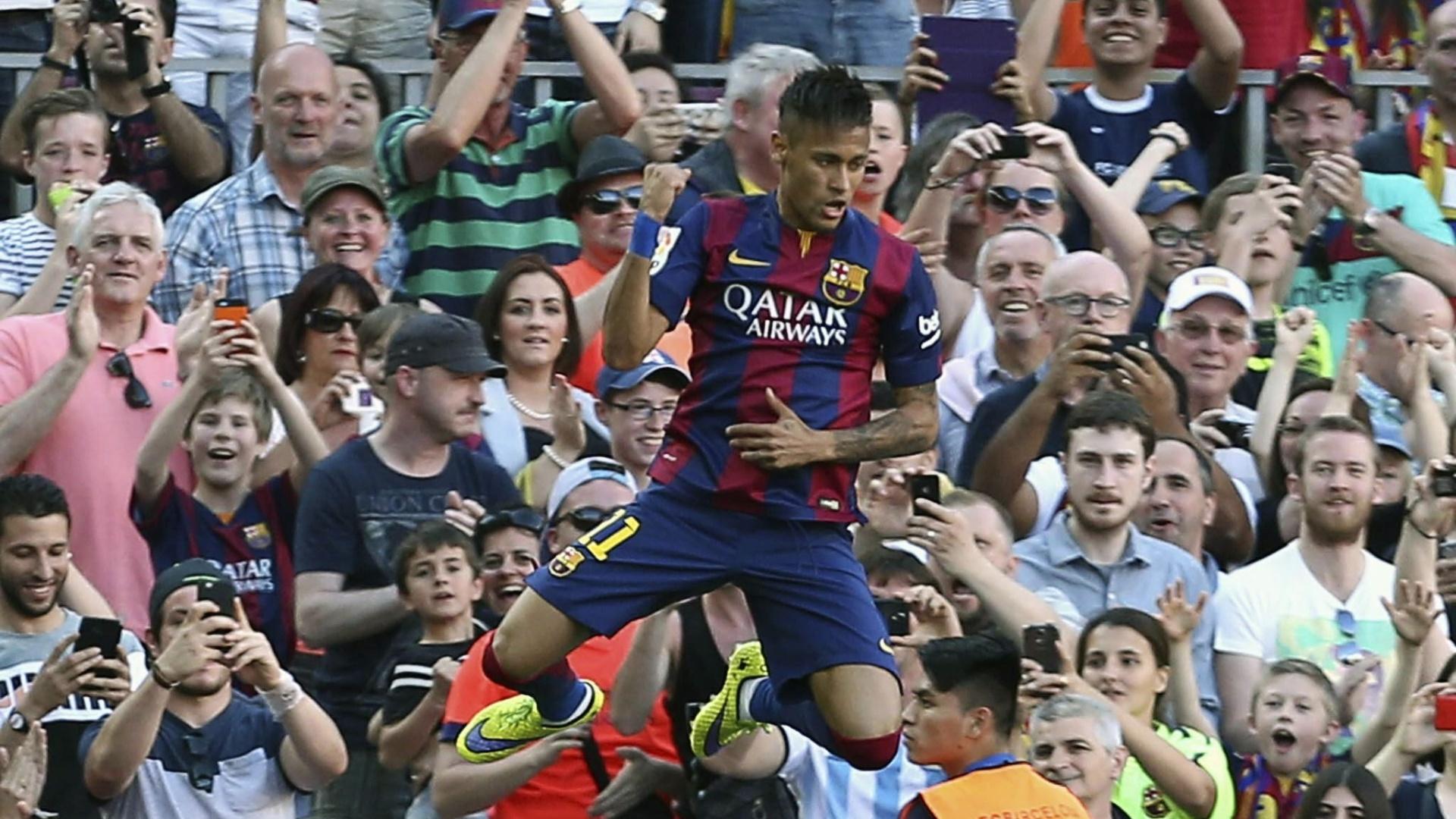 Neymar soca o ar após o gol e leva torcedores do Barcelona ao delírio