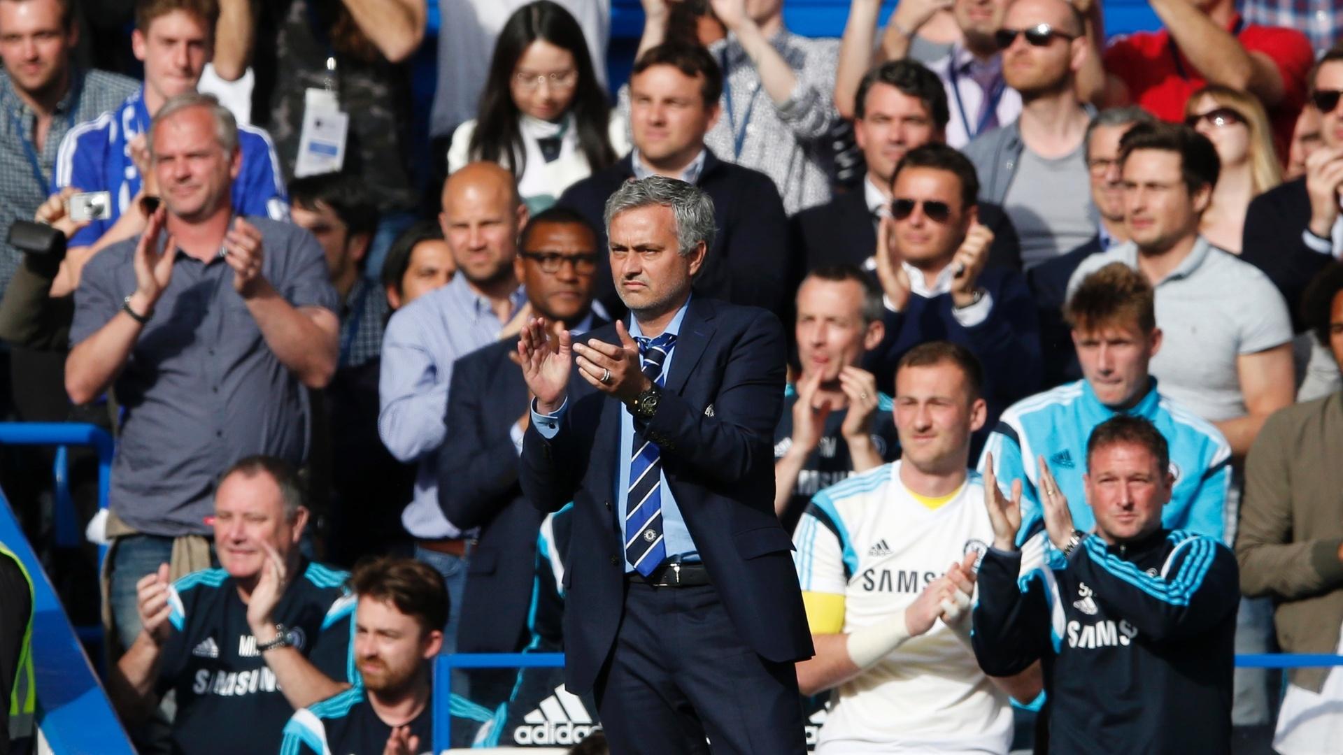 José Mourinho e torcedores do Chelsea aplaudem Gerrard após atleta deixar o campo