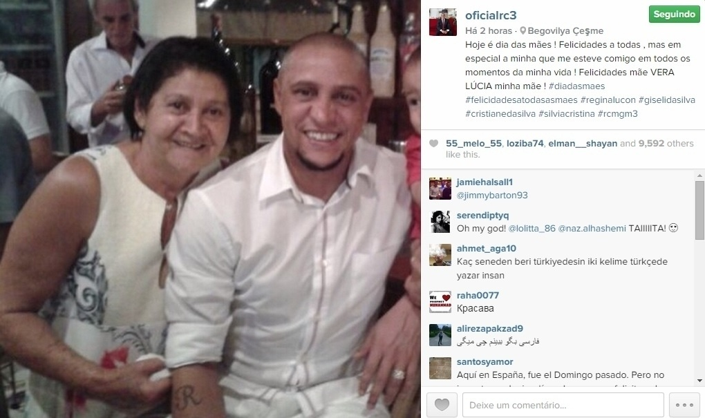 Roberto Carlos parabenizou todas as mães e em especial Vera Lúcia, a mãe dela