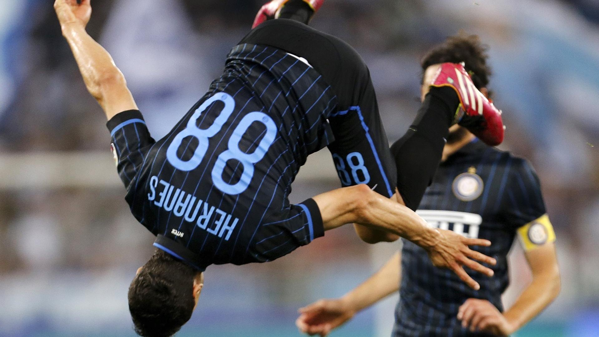 Hernanes comemora gol contra a Lazio com pirueta no ar