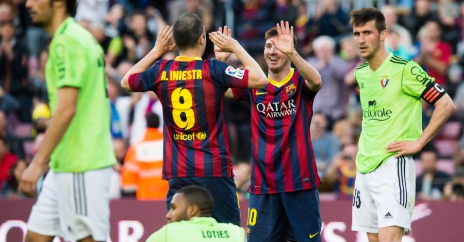 Jogadores do Barcelona comemoram gol marcado sobe o Osasuna