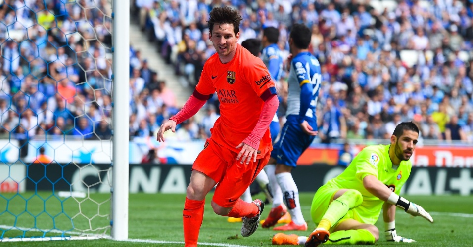 Messi comemora gol marcado pelo Barcelona contra o Espanyol