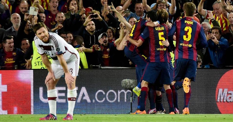 Xabi Alonso faz cara de lamento após gol do Barcelona sobre o Bayern