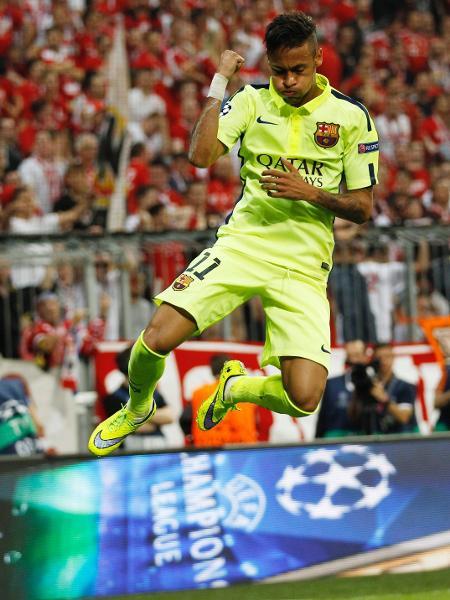 Neymar vibra com o segundo gol marcado pelo Barcelona contra o Bayern de Munique, em 2015 - Ina Fassbender/Reuters