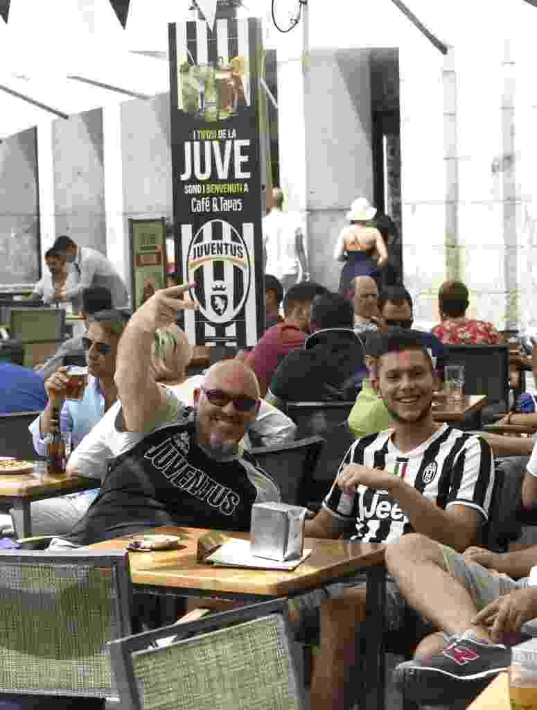 Restaurante em Madri virou reduto dos torcedores da Juventus antes da partida contra o Real Madrid - Fernando Alvarado/EFE
