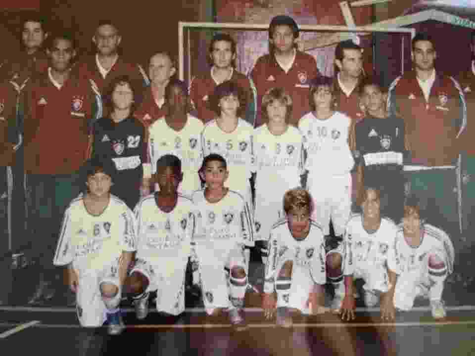 Gérson (camisa 2) e Tom Veloso (camisa 5) ainda meninos com o uniforme do Fluminense - Reprodução/Facebook