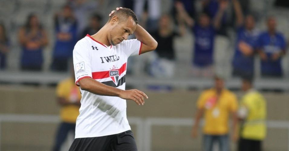 Luis Fabiano lamenta pênalti perdido na eliminação do São Paulo para o Cruzeiro na Libertadores