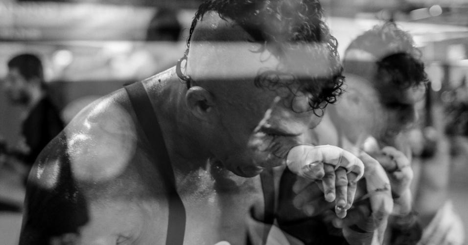 O fotógrafo Ryan Loco é famoso pelos retratos que faz dos lutadores quando está registrando os bastidores dos treinos da Blackzilians. Na imagem, Loco faz arte com múltipla exposição do veterano carioca