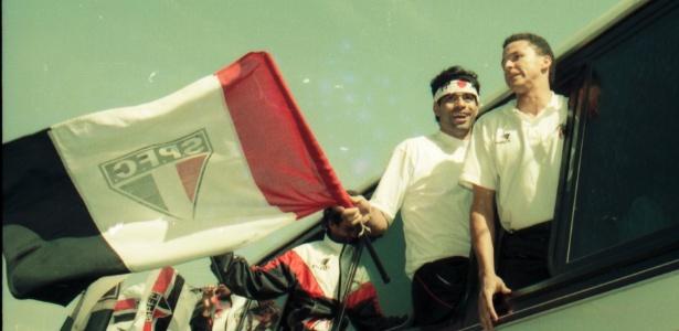 Raí comemora o título mundial de 1992, após vitória sobre o Barcelona de Cruyff