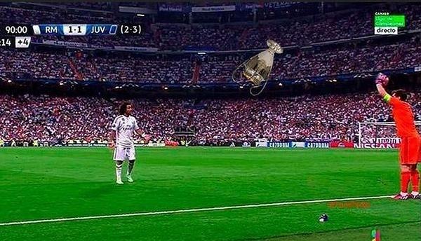 Taça da Liga dos Campeões é atirada por Casillas
