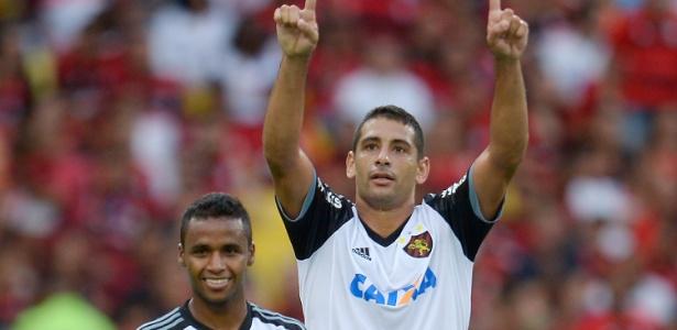 Diego Souza, ex-Cruzeiro, estará em campo. Élber, que ainda pertence ao clube, fica de fora