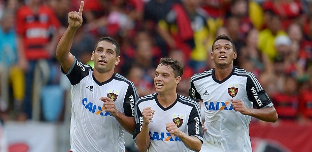 Diego Souza comemora o gol que marcou no duelo contra o Flamengo em 2015