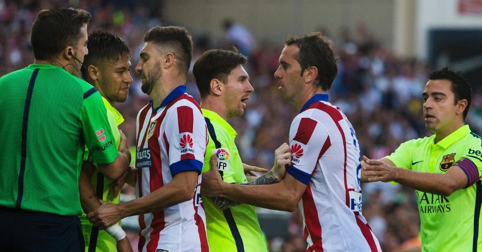 Neymar e Messi se desentendem com jogadores do Atlético de Madri