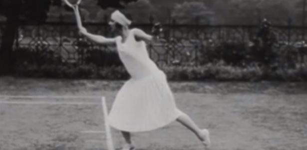Suzanne Lenglen fez balé quando menina e por isso era elogiada por seu charme jogando - Reprodução