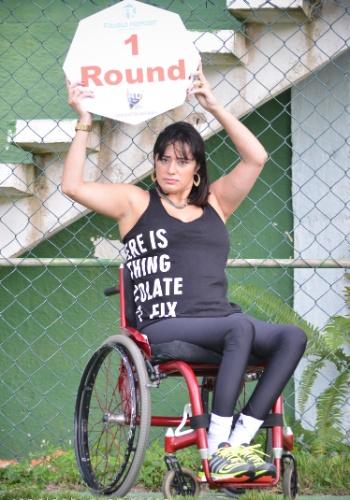 20.05.2015 - Depois de ter ring girls anã, transexual e plus size, o evento de MMA Favela Kombat convidou uma cadeirante para ser garota da placa. Vanessa Pimentel desfilará no próximo sábado, em São Gonçalo