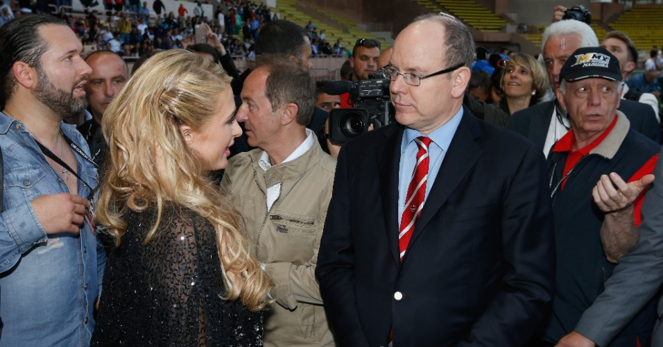 Evento é organizado há 22 anos pelo príncipe Albert II, que contou com a presença de Paris Hilton neste ano