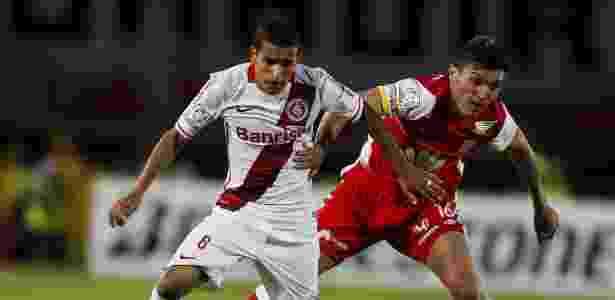 Lateral William tenta saída do Inter, mas negociação precisa ser rápida - REUTERS/John Vizcaino