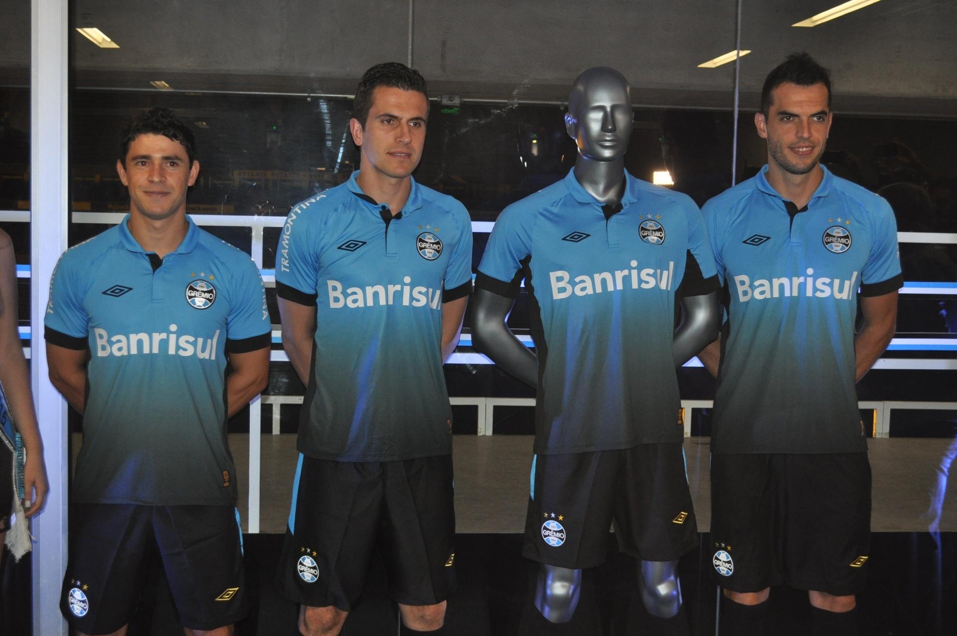 Grêmio lança novo uniforme  revolucionário  que estreia no sábado -  21 05 2015 - UOL Esporte 45f2677260e5e