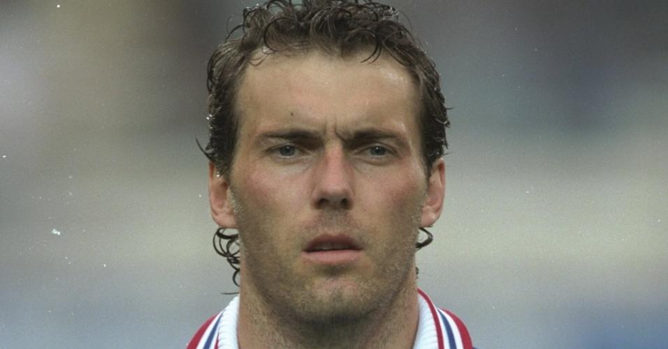 Laurent Blanc, zagueiro da França, em 1997